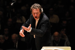 Harry Christophers conducting (photo by Stu Rosner)