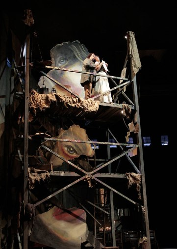 Cavaradossi and Tosca on scaffold (photo by Robert Millard)