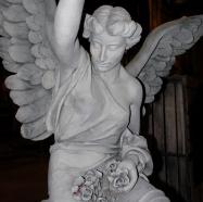 Tosca BTS - scenery statue