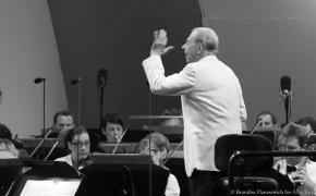 Rafael's <i>Rite of Spring</i>:  Frühbeck de Burgos puts his own stamp on Stravinsky masterwork with LAPhil