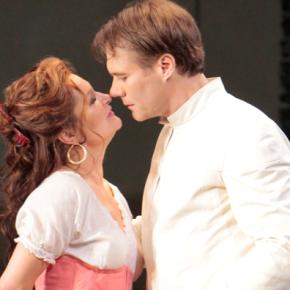 Strong vocalists overcome some hurdles in LA Opera's season opening<i>Carmen</i>