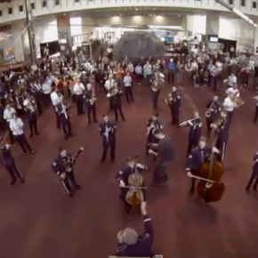 Video of Air Force Band's holiday music flash mob at TheSmithsonian