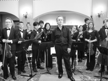 James Conlon posing with SMHS Chamber Orchestra 1