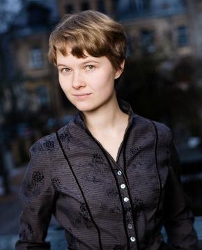 Gražinytė-Tyla surprises, deMaine stellar, Pogostkina solid:  three make their Hollywood Bowl debut in Mahler &Brahms