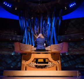 Up close and personal with the Walt Disney Concert Hall organ, plus video of  Joanne Pearce Martin playingBach