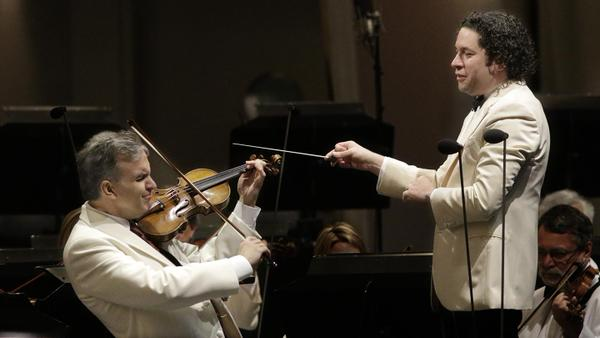 Gil Shaham and Gustavo Dudamel (photo by Lawrence K. Ho)