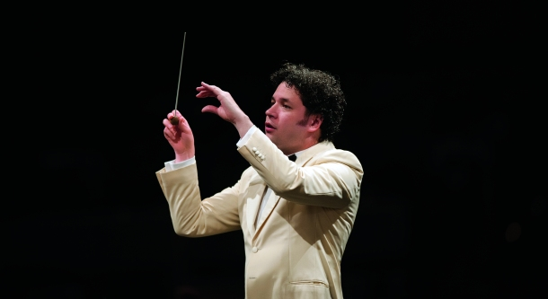 dudamel_whitejacket_7-8ths_8x4_gracol