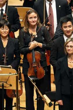 Violist Carrie Dennis of the Los Angeles Philharmonic performing November 5, 2010 at the Disney Concert Hall. (Kirk McKoy / Los Angeles Times)