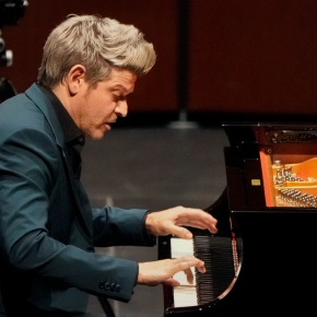 Turning off the lights to see better:  Ory Shihor re-opens The Wallis with Beethoven pianosonatas